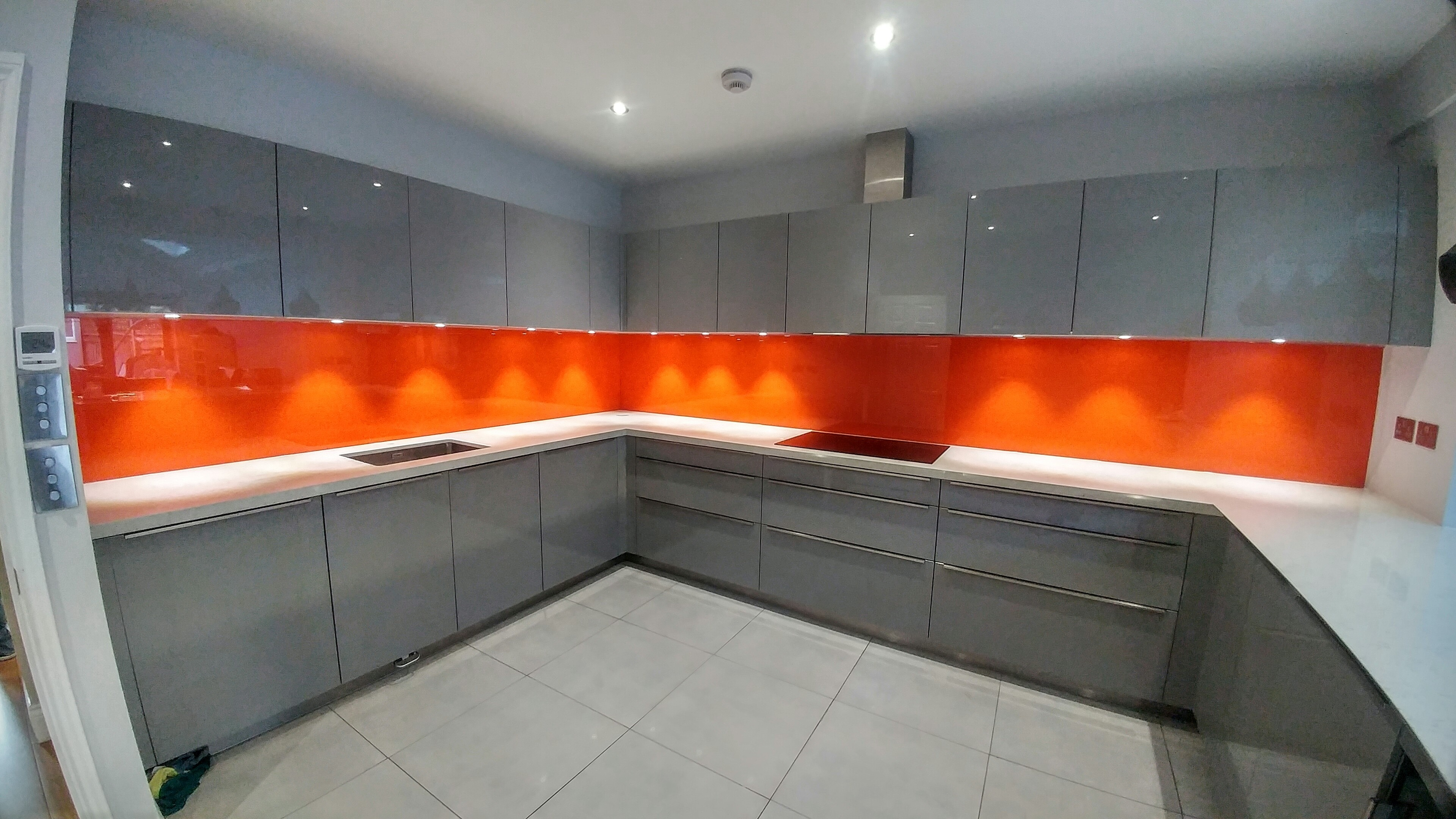 Create A Custom Made Splashback with The Help of Surbiton Glass
